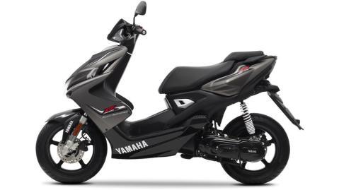2014-Yamaha-Aerox-R-EU-Matt-Grey-Studio-006
